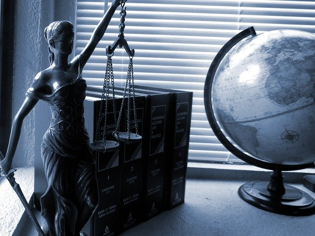 lady justice 2388500 640